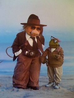 Kermit and Piggy do Annie Hall.