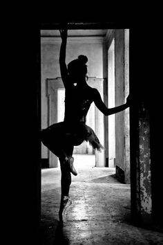 Neat silhouette. Senior pics idea? Dance
