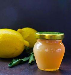 Bio citromot egyre több helyen kapni, ám ha van rá lehetőség, érdemes ezt a zselét igazi dél-olasz citromból készíteni. Én  itt vettem,... Pickling Cucumbers, Sweet And Salty, Chutney, Pesto, Pickles, Cantaloupe, Food And Drink, Yummy Food, Healthy Recipes