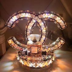Chanel Present LED crystal table lamp bedroom bedside modern minimalist living room Stainless steel lighting decorative table lights Crystal Ceiling Light, Ceiling Lights, Crystal Wall, Crystal Decor, Ceiling Lamp, Chanel Lamp, Chanel 5, Glamour Décor, Bedroom Lamps