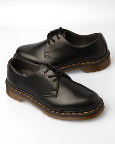 Dr Martens low black