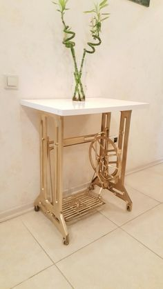 So wow treacle to gold table. Diy Furniture Decor, Repurposed Furniture, Furniture Makeover, Painted Furniture, Diy Home Decor, Antique Sewing Machine Table, Antique Sewing Machines, Sewing Table, Singer Table