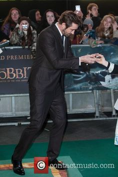 """- Lee Pace attends """"The Hobbit: The Battle of the Five Armies"""" world premiere held at the Odeon Leicester Square. (转载请注明出处 Please link back when you repost them elsewhere ) Lee Pace Thranduil, Pushing Daisies, To Loose, The Duff, Man Crush, Dimples, American Actors, Lotr, The Hobbit"""