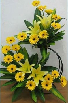Tips On Sending The Perfect Arrangement Of Flowers Contemporary Flower Arrangements, Large Flower Arrangements, Funeral Flower Arrangements, Altar Flowers, Church Flowers, Funeral Flowers, Amazing Flowers, Yellow Flowers, Beautiful Flowers