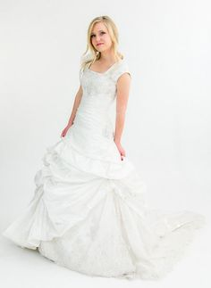 Designer Wedding Dress Rentals In Utah For A Fraction Of The Cost Schedule An Appointment To Come See Maggie Sottero