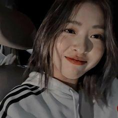 Aesthetic Filter, Kpop Aesthetic, Aesthetic Girl, Kpop Short Hair, Korean Girl, Asian Girl, Girl G, Teenage Girl Photography, K Idol