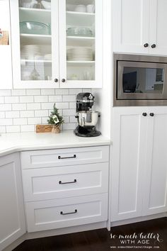 White kitchen industrial style | somuchbetterwithage.com