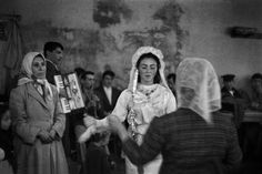 Istanbul Bride by Ara Guler Great Photos, Old Photos, Vintage Photos, Monochrome Photography, Artistic Photography, Historical Sites, Historical Photos, Narrative Photography, Paris Match