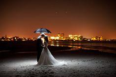 romantic wedding by Vadim Dmitriyev, via 500px: utilizzo di un ombrello riflettente e di un flash comandato a distanza