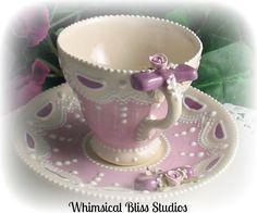 Šálek na čaj * bílý porcelán s ručně malovaným růžovým vzorem.