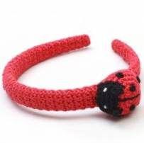 Ideas crochet flowers for hats headbands Crochet Flower Hat, Crochet Doll Dress, Crochet Kids Hats, Crochet Lace Edging, Crochet Flower Patterns, Crochet Crafts, Crochet Projects, Crochet Ideas, Crochet Headbands