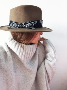 'I need peace, gotta feel at ease, need to be free from pain' - Cappello Look Rock, Hipsters, Cute Hats, Outfits With Hats, Couture Fashion, Fashion Hats, Fashion Jewelry, Up Girl, Madame