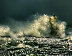 La tempesta perfetta – Faro Mangiabarche – Calasetta (CI)  Foto di ©Alberto Melis