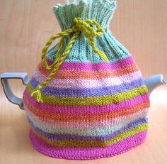 Wonderful tea cozy pattern by Mel Clark from Slip Slip Knit. Find the free pattern here: link