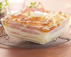 Recipe Light lasagna with goat cheese and bacon Bacon Lasagna, Crockpot, Apples To Apples Game, Backpacking Food, Coffee Latte, Vanilla Cake, Goats, Easy, Good Food