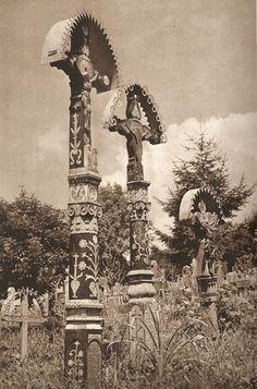 Cintorin v Detve - Slovakia Old Photos, Vintage Photos, Cemetery Monuments, Cemetery Art, Heart Of Europe, Effigy, Czech Republic, Album, Beautiful Landscapes