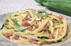 Pasta zucchine Philadelphia e pancetta Pasta Recipes, Cooking Recipes, Healthy Recipes, Pancetta, How To Cook Pasta, Food Hacks, Italian Recipes, Food Porn, Food And Drink
