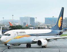 अहमदाबाद से मुबंई जाने वाली जेट एयरवेज में बम की खबर मिलते ही ...फ्लाइट को अहमदाबाद मे रोक लिया गया जहा  सुरक्षा एजेंसियो ने  तलाशी लेने �