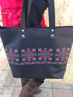 Black Leather Tote, Wool Felt, Messenger Bag, Satchel, Tote Bag, Facebook, Trending Outfits, Unique Jewelry, Handmade Gifts