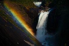 熊谷正の『美・日本写真』(2014/11/25更新)写真②「滝」 写真/秦達夫