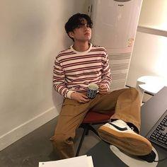 ulzzang selca mirror selfies red maroon burgundy clout berret glasses stripes white aesthetic Korean Seoul we heart it instagram twitter pinterest