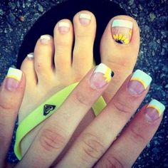45 Easy Flower Nail Art Designs for Beginners Cute summer nails! Cute Summer Nails, Spring Nails, Cute Nails, Pretty Nails, My Nails, Summer Toe Nails, Toenail Art Summer, Nails 2017, Long Nails