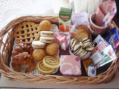 Desayuno día del Padre Food Gift Baskets, Candy Bouquet, Breakfast Items, Food Packaging, Food Gifts, Coffee Break, Brunch Recipes, Afternoon Tea, Special Gifts
