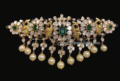 Uncut Diamond Necklace latest jewelry designs - Page 48 of 112 - Indian Jewellery Designs Diamond Choker, Diamond Pendant Necklace, Diamond Necklaces, Choker Necklaces, Gold Choker, Diamond Jewellery, Gold Necklace, Emerald Necklace, Antique Necklace