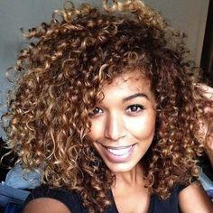 ombré cheveux bruns frisés