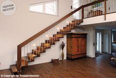Holztreppe mit Setzstufen