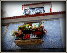 Janela na Travessa das Mercês, Bairro Alto - Lisboa, Portugal.