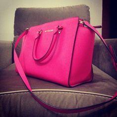 Love ,love , so beautiful bag, I love Michaelkor very much.