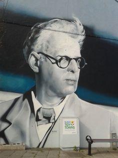 Yeats représenté sur une fresque murale dans la ville de Sligo...   #sligo #yeats #ireland #irlande #alainntours   © Alainn Tours
