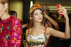 dolce-and-gabbana-summer-2016-women-fashion-show-backstage-55