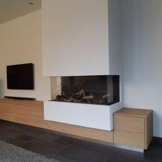 Met houten meubel
