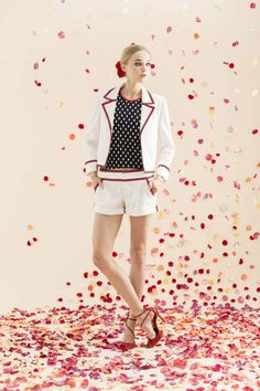 Alice & Olivia Resort runway 2014: graphic white shorts suit. Nice outfit, Bright Winter, possibly True as long as the white isn't even slightly yellowed. Even polar bear white will cause unflattering illusions to happen in the appearance.