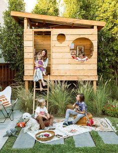 An outdoor play space is the warm-weather antidote to a messy house. Here's ho… An outdoor play space is the warm-weather antidote to a messy house. Here's how one Southern California family created a modern, kid-friendly retreat in their backyard Backyard Fort, Backyard Playground, Backyard For Kids, Backyard Landscaping, Playground Ideas, Backyard House, Modern Backyard Play, Simple Backyard Ideas, Kids House Garden