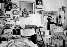 paperimages: Pablo Picasso en su estudio de Vallauris, Francia 1953.