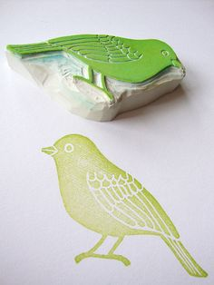 another hand carved bird stamp by minna//s Sparrow Hand Carved Rubber Stamp DIY: stamped fabrics Stamp Printing, Screen Printing, Printing On Fabric, Homemade Stamps, Stamp Carving, Linocut Prints, Gravure, Bird Art, Stencils