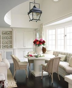 Kitchen Banquettes - A Charming & Practical Addition to any Kitchen Design Mixed Dining Chairs, Banquette Dining, Dining Nook, Wicker Chairs, Nook Table, Banquettes, Home Interior, Interior Design, Rooms Ideas