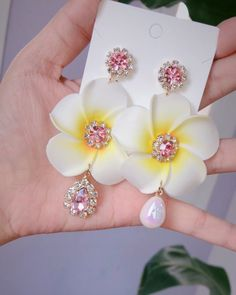 If you own precious jewelry such as diamond earrings, pendants, diamond rings, or other great fashion jewelry items, you can keep these products for a life time if you take care of them. Jewelry Design Earrings, Ear Jewelry, Cute Jewelry, Jewelery, Jewelry Accessories, Kpop Earrings, Korean Earrings, Fashion Earrings, Fashion Jewelry