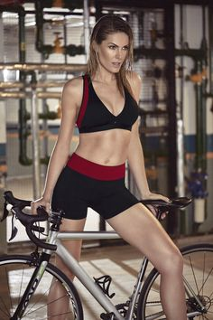 1ff82ee1a There is nothing quite so beautiful as a women with a bike. Alekta · Ana  Hickmann para Alekta