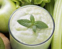 Smoothie détox pommes, kiwis, céleri, menthe, miel et épices : http://www.fourchette-et-bikini.fr/recettes/recettes-minceur/smoothie-detox-pommes-kiwis-celeri-menthe-miel-et-epices.html