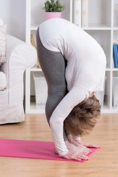 Οι 6 Must Ασκήσεις Yoga που θα Διώξουν τον Πόνο στη Πλάτη Plein Air, Bean Bag Chair, Yoga Chakras, Fitness, Pasta, Gymnastics At Home, Back Pain, Yoga, Exercises