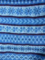 Ik had 'm al een poosje klaar, maar nog geen tijd gehad om het een en ander mooi op de foto te zetten. De fair-isle sjaal van Wieke . ...