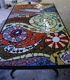 Table mosaic by georgette Ceramic Mosaic Tile, Mosaic Diy, Mosaic Garden, Mosaic Crafts, Mosaic Projects, Mosaic Glass, Mosaic Ideas, Stained Glass, Free Mosaic Patterns