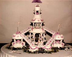 far out wedding Huge Wedding Cakes, Amazing Wedding Cakes, Wedding Cupcakes, Amazing Cakes, Henna Cake, Wedding Cake Centerpieces, Elegant Cakes, Fancy Cakes, Celebration Cakes
