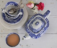 Sometimes my tea looks pretty like this but it's never blue. I need to get me some Spode or something!