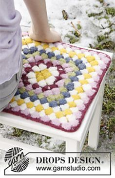 "Crochet DROPS seating pad for Easter in ""Eskimo"""