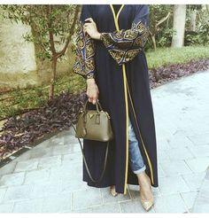 Hijab Fashion 2016/2017: Love the Abaya bag and shoes.